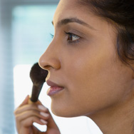 How to Choose and Use Face Powder
